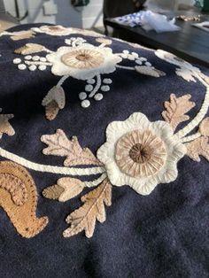 2018 Summer Blocks of the Week Motifs Applique Laine, Wool Applique Quilts, Wool Applique Patterns, Wool Quilts, Wool Embroidery, Hand Applique, Felt Applique, Applique Stitches, Felted Wool Crafts
