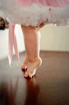 such an adorable pose for a little girl! Would be even better with little pink slippers :)