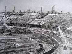 Ele foi construído a partir de 1948, em 22 meses, foi muito rápido. Ganhamos um estádio monumental, chegou a ser o maior do mundo, e a gente até hoje vem descobrindo história nesse sessentão