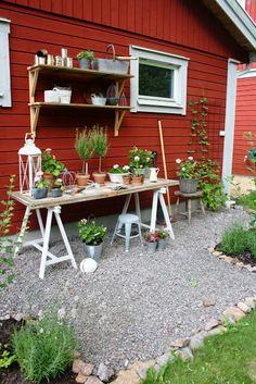 50 Best Potting Bench Ideas To Beautify Your Garden Garden Cottage, Garden Pots, Home And Garden, Easy Garden, Red Houses, Vegetable Garden Design, Garden Styles, Dream Garden, Garden Planning