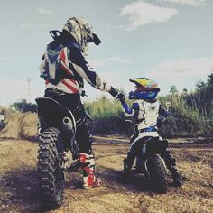If we could how we wanted 😍 - lunchen - Motorrad Enduro Motocross, Enduro Motorcycle, Moto Bike, Motorcycle Touring, Motorcycle Baby, Motorcycle Couple, Dirt Bike Couple, Dirt Bike Girl, Triumph Motorcycles