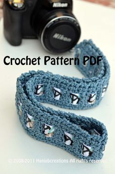 Crochet strap + ribbon: Pinning because weaving a ribbon through the strap for support is brilliant. Crochet Camera, Bass Guitar Straps, Dslr Nikon, Camera Neck Strap, Crochet Patterns, Crochet Ideas, Crochet Bags, Crochet Projects, Camera Accessories