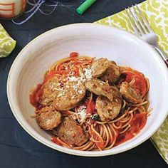 Sliced Sausages over Spaghetti with Tomato-Basil Sauce