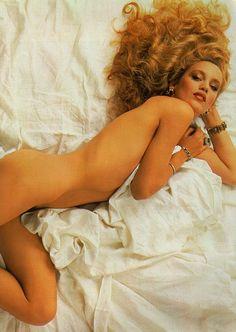 Vanity Fair US, March 1985 Photographer : Annie Leibovitz Model : Jerry Hall
