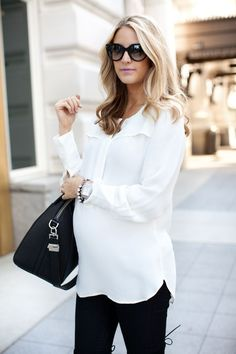 21 Elegant And Comfy Maternity Outfits For Work - Styleoholic #maternityoutfits