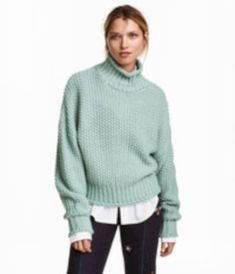 Awesome 34 Best Chunky Sweater to Warm You During Winter http://outfitmad.com/2018/01/14/34-best-chunky-sweater-to-warm-you-during-winter/