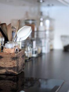 Vaahtokarkkia ja Salmiakkia: Kitchen details Cozy House, Tableware, Kitchen, Home, Dinnerware, Cooking, Cosy House, Tablewares, Kitchens