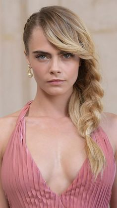 Actress Cara Delevingne 2019 – My Company Beautiful Celebrities, Gorgeous Women, Beautiful People, Delevigne Cara, Cara Delevingne Photoshoot, Beauty Full Girl, Girl Face, Mannequins, Belle Photo