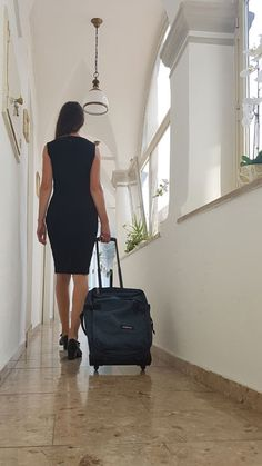 Eastpak Tranverz Test (XS): Trolley klein, robust und modern - Praxistests! Trolley, Modern, Dresses For Work, Black, Fashion, Carry On Suitcases, Travel Tote, Moda, Trendy Tree
