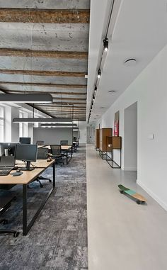 Industrial Office Gallery of Treatwell Office / Plazma Architecture Studio - 8 Open Office Space. Open Space Office, Bureau Open Space, Industrial Office Space, Desk Space, Small Office, Industrial Lighting, Industrial Furniture, Industrial Door, Industrial Shelving