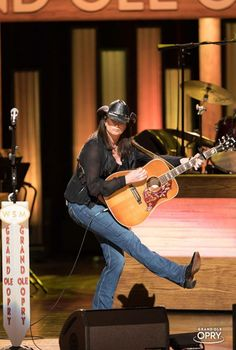 Country Female Singers, Country Music Artists, Terri Lynn, Mercury Records, Country Hits, Women In Music, My Favorite Music, Woman Crush, Role Models