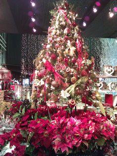 Red Theme Christmas tree