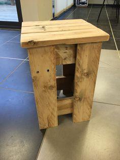Meuble palette - Tabouret en bois recyclé : Meubles et rangements par azur-palette-services
