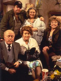 Keeping Up Appearances (British Comedy tv show) Bbc Tv Shows, Movies And Tv Shows, Bbc Tv Series, V Drama, British Tv Comedies, British Comedy Series, Keeping Up Appearances, British Humor, Comedy Tv