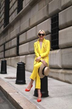 MELLOW YELLOW // BRIGHT SUITING