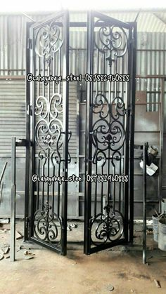 Красивые ворота Grill Door Design, Door Gate Design, Metal Gates, Wrought Iron Doors, Iron Garden Gates, Grades, Steel Art, Iron Art, Iron Decor