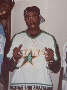 Tupac Wallpaper, Trippy Wallpaper, Rap Wallpaper, Tupac Shakur, Arte Hip Hop, Hip Hop Art, Skin Girl, Tupac Pictures, Tupac Photos