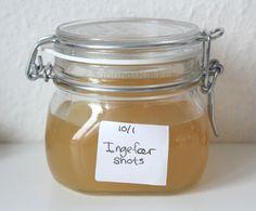 INGEFÆR SHOTS MED CITRON Undskyld for den skæve etiket. Ingredienser 1 L vand 2 øko citroner 200 g. ingefær 3-4 spsk honning 1 flaske ...