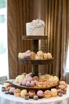 #cupcakes #weddingcupcakes #weddingcakes #buttercreamcupcakes #customcupcakes #maplebaconcupcakes