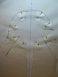 Pattern making drafting a keyhole gathered sleeve--Rhonda's Creative Life Dress Making Patterns, Skirt Patterns Sewing, Clothing Patterns, Techniques Couture, Sewing Techniques, Textile Manipulation, Sewing Collars, Sewing Sleeves, Pattern Draping