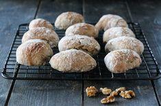ELTEFRIE RUGRUNDSTYKKER MED VALNØTTER Muffin, Bread, Breakfast, Recipes, Food, Morning Coffee, Muffins, Breads, Eten