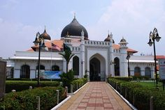 Islam on the Street of Harmony - Kapitan Keling Mosque, Penang, Malaysia: Exterior of Kapitan Keling Mosque, as seen from the gate in front of Jalan Masjid Kapitan Keling