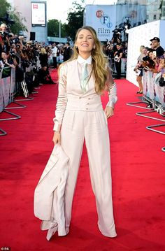 Blake Lively wearing Chanel Coco Crush Ring in White Gold & Diamonds and Christian Louboutin Pigalle Follies Pumps Blake Lively Outfits, Blake Lively Style, Carmen Electra, Sienna Miller, Star Fashion, Fashion Outfits, Womens Fashion, High Fashion, Dress For Success