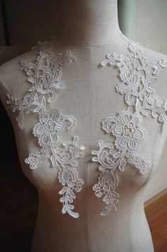 off white  lace applique with retro floral, ivory venice lace applique by pair