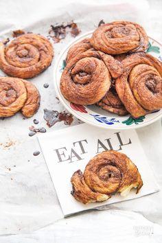 Dit recept is perfect om zelf bolussen te bakken, het geheim is kort en heet bakken. Dutch Recipes, Baking Recipes, Sweet Recipes, Cookie Recipes, Cupcake Cakes, Cupcakes, Brunch, Bread And Pastries, High Tea