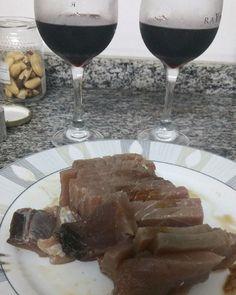 Vinho sashimi de atum e castanhas do Pará. Final de domingo gourmet e altamente nutritivo . Para mais 23 receitas low-carb grátis acesse o link da minha bio ( http://ift.tt/29YBk7P ) . . #senhortanquinho #paleo #paleobrasil #primal #lowcarb #lchf #semgluten #semlactose #cetogenica #keto #atkins #dieta #emagrecer #vidalowcarb #paleobr #comidadeverdade #saude #fit #fitness #estilodevida #lowcarbdieta #menoscarboidratos #baixocarbo #dietalchf #lchbrasil #dietalowcarb