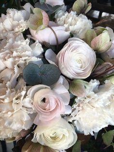 Bridalbuquet #raja's blomster #ranunkules #nellik #helleborus