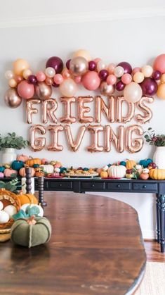 Thanksgiving Home Decorations, Thanksgiving Flowers, Thanksgiving Tablescapes, Thanksgiving Parties, Holiday Parties, Holiday Fun, Friendsgiving Ideas, Autumn Party Decorations, Balloon Table Decorations