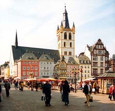 Pictural tour, including the Main Market with St.Gangolf - Trier