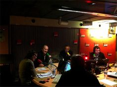 """Rare photo de le nuit éphémère @NuitLindonClark sur @France Inter (il fallait que je l'épingle !) postée par @Bénédicte[A-] et publiée sur telerama.fr afin d'illustrer le papier """"Ma nuit avec Pascale Clark, Vincent Lindon et les autres"""" d'Aude Dassonville. http://www.telerama.fr/radio/ma-nuit-avec-pascale-clark-vincent-lindon-et-les-autres,93913.php"""