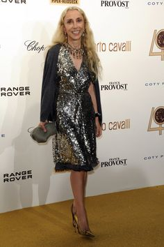 in supports Editor in Chief, Franca Sozzani's online petition to bring down pro-anorexia websites Isabella Blow, Anna Dello Russo, Fashion Editor, Fashion Stylist, Nice Dresses, Formal Dresses, Going Out Outfits, Range Rover, Style Icons