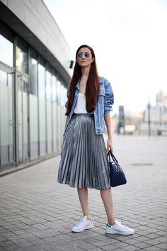 Lässig mit T-Shirt, kuschelig mit Pulli oder elegant mit Bluse: Wir verraten dir, wie du die angesagten Plisseeröcke stylisch kombinierst...