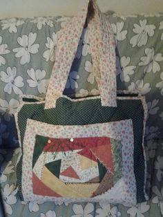 Primeira bolsa feita no curso de patchwork já faz muito tempo e ainda está bonita