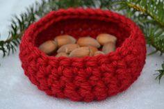 Utensilos & Stoffkörbchen - Utensilo Körbchen Geschenkskorb rot gehäkelt - ein Designerstück von Masche21 bei DaWanda