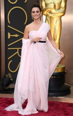 Love the flowing gown and the one-shoulder look. Penelope Cruz looks elegant and sophisticated as ever #Oscars2014