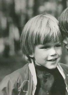 Matt Damon / Born: Matthew Paige Damon, October 1970 in Boston, Massachusetts, USA Celebrities Then And Now, Young Celebrities, Young Actors, Celebs, Matt Damon, Childhood Photos, Celebrity Babies, Look At You, Hollywood Stars
