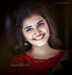 Beautiful Girl Indian, Beautiful Girl Image, Most Beautiful Indian Actress, Anupama Parameswaran, Saree Photoshoot, Celebrity Drawings, Beauty Full Girl, South Indian Actress, Celebs