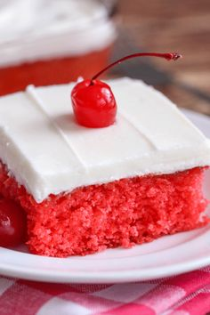 9 x Pan - Cherry Sheet Cake - a moist, cherry jello cake topped with a homemade almond buttercream frosting! SO delicious! Strawberry Sheet Cakes, Cherry Cake, Strawberry Frosting, Dessert Simple, White Sheet Cakes, Bette, Jello Cake, Sheet Cake Recipes, Fudge Sauce