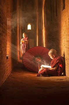 A student & his monk mentor work together here. A student & his monk mentor work together here. Cultures Du Monde, Meditation, Religion, Little Buddha, Buddha Zen, Buddhist Monk, Jolie Photo, Dalai Lama, People Of The World