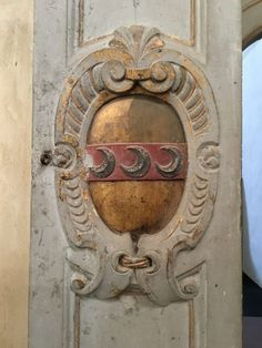 The Strozzi Crest in Florence. Discovering hidden treasures in Tuscany, Italy. Article about pairing ancient art with wine. Versavino.com
