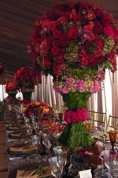 Weddbook ♥ цветы свадьба украшение стола. Красные розы цветы свадьба центральные. Удивительная свадьба знаменем идей. red романтический Декор украшения flower розовый весна летом Таблица № Роза