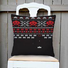 Capa para Almofada Winter Invaders Preta/Vermelha