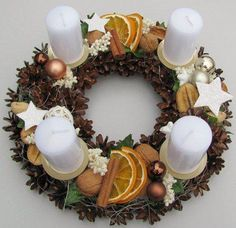 Most current Images christmas Advent Wreath Style Many churches variety a strong Advent-wreath-making event with the earliest Thursday in the season. Christmas Advent Wreath, Christmas Candle Decorations, Advent Candles, Xmas Wreaths, Noel Christmas, Rustic Christmas, Natal Diy, Diy Wreath, Wreath Ideas