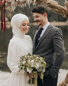 Hijabi Wedding, Muslim Wedding Dresses, Disney Wedding Dresses, Muslim Brides, Muslim Couples, Wedding Hijab Styles, Couple Wedding Dress, Wedding Couples, Wedding Bride