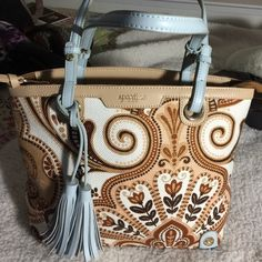 Spartina 449 Daufuskie Linen Island Spartina 449 brown Paisley Floral tote/shoulder bag pre owned in excellent condition.  Genuine leather trimmings and has plenty of room. Spartina 449 Bags Shoulder Bags
