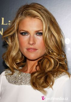 Splendid paragon of beauty Ali Larter Classy Hairstyles Larter landed her first professional roles in 1997 when she appeared in several tele Classy Hairstyles, Older Women Hairstyles, Celebrity Hairstyles, Pretty Hairstyles, Bob Hairstyle, Ali Larter, Eyeliner, Golden Blonde Hair, Hair Color Dark